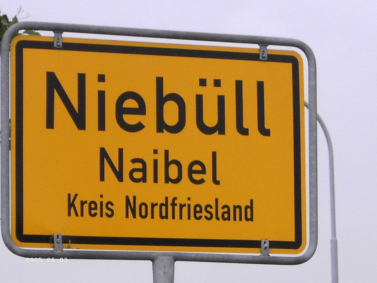 Zweisprachiges Ortsschild Niebüll